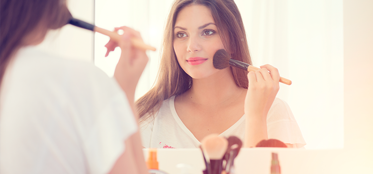 Plastic Surgery and wearing makeup after your procedure